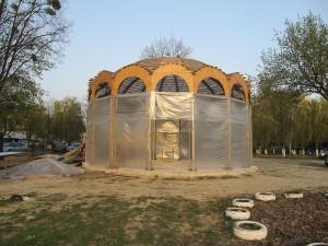 Квітень 2013 року. Храм вже захищає від вітру