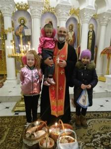 Отець Юрій та маленькі прихожане
